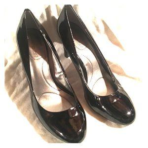 Bandolino 7.5 Wide Black Heels